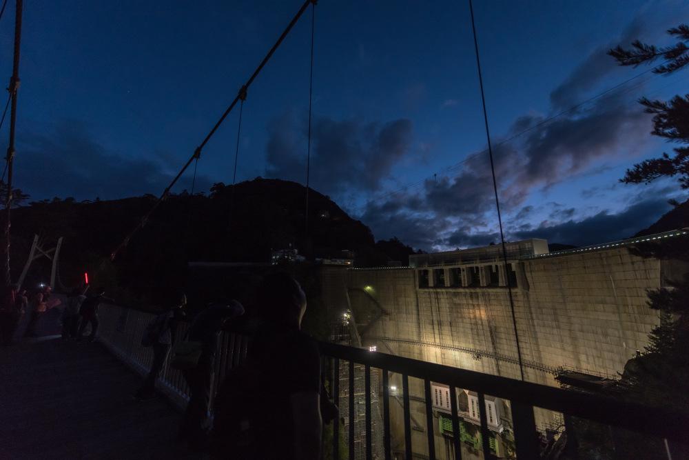 【10/14(日)】川俣ダムのライトアップ&星空観察 奥山の渓谷で輝く、芸術のアーチボティ